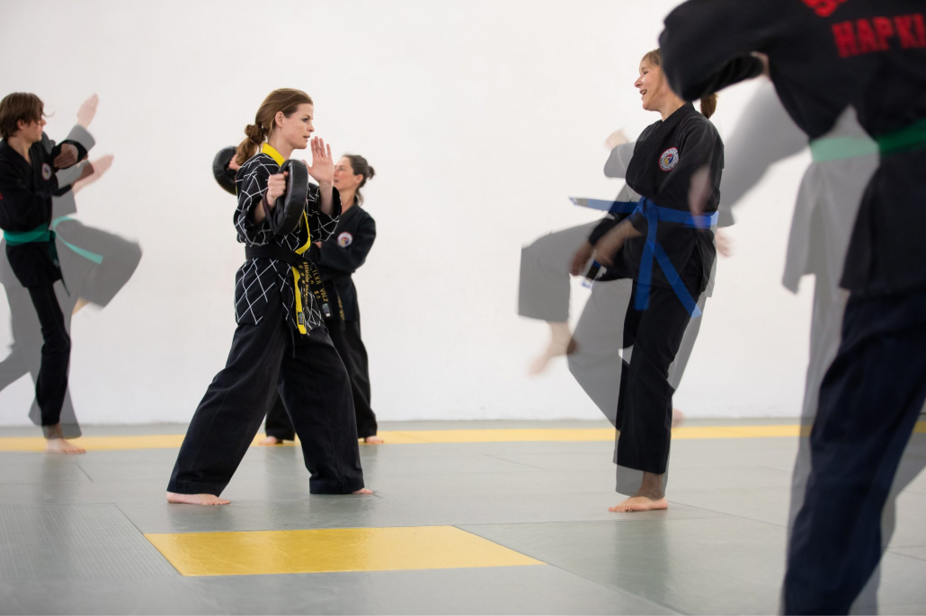 Dehnung und Shinson-Hapkido-Training im Dojang am Hafen Hamburg